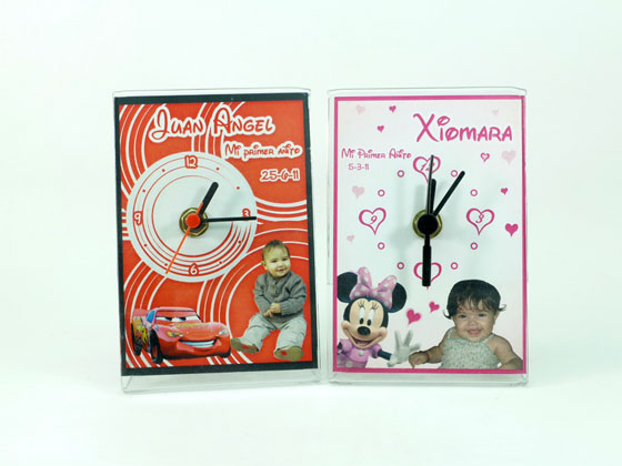 72181 - Reloj Mini Personalizado Tama�o 9 x 13cm. Dise�o para Primer A�ito. Caja Individual.