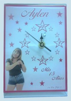72181 - Reloj Mini Personalizado Tama�o 9 x 13cm. Dise�o para 15 a�os. Caja Individual.